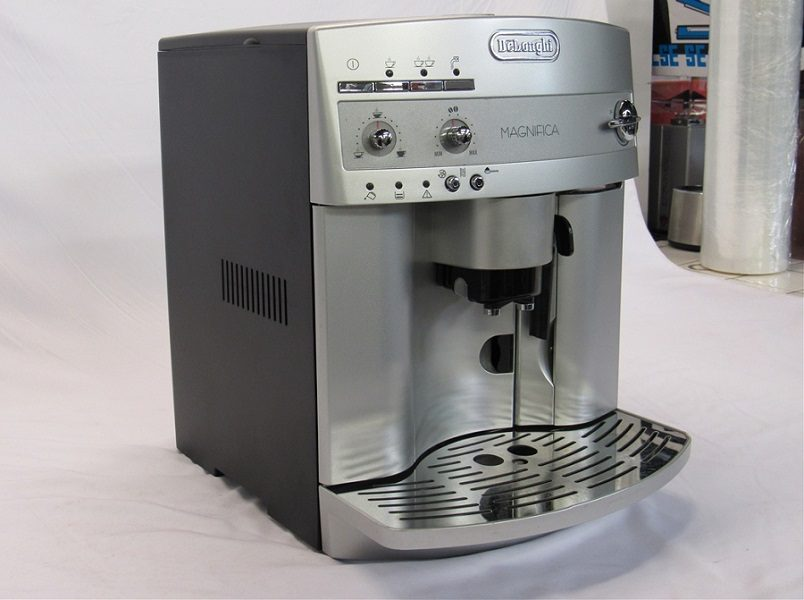 DeLonghi ESAM3300 Espresso Coffee Machine Review